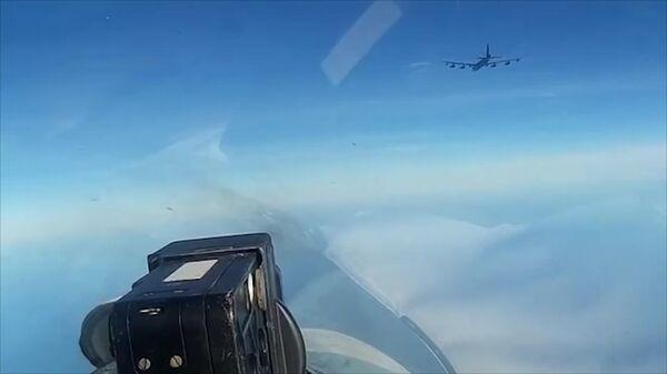 Сопровождение бомбардировщика США над Балтикой. Кадры Минобороны