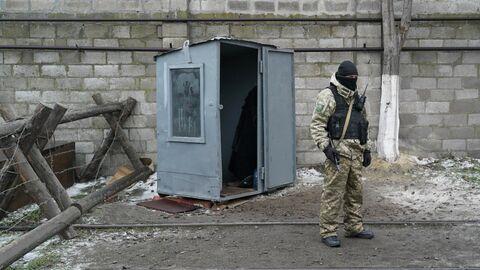 Украинский военнослужащий в Мариуполе
