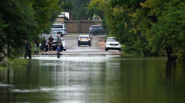 Затопленная в результате паводка улица. Архивное фото