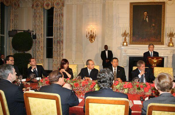 Президент России Дмитрий Медведев принимает участие в саммите лидеров двадцати крупных государств