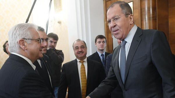 Министр иностранных дел РФ Сергей Лавров и директор Американской торговой палаты в России  Алексис Родзянко во время встречи в Москве