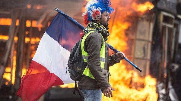 Более 33 тысяч желтых жилетов приняли участие в протестах во Франции