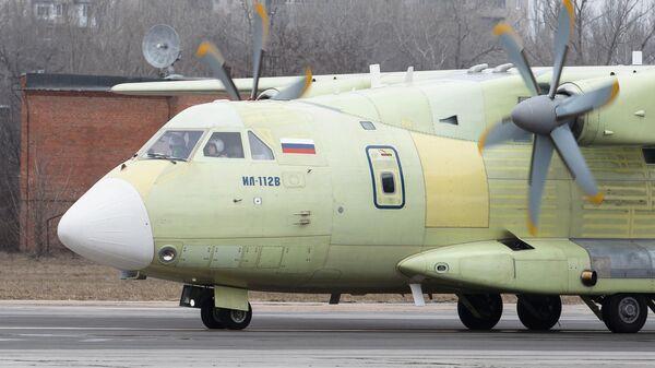 Новейший российский легкий военно-транспортный самолет Ил-112В во время своего первого испытательного полета. 30 марта 2019