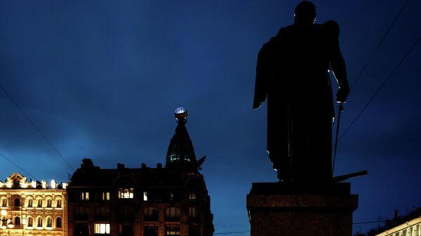 Дом компании Зингер на Невском проспекте в Санкт-Петербурге с отключенный подсветкой в рамках экологической акции Час Земли