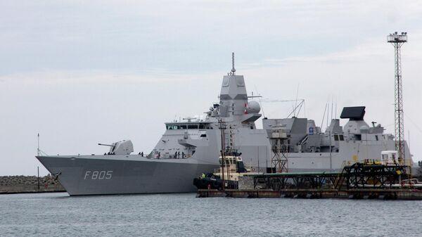 Фрегат Королевских ВМС Нидерландов Evertsen в порту Поти. Архивное фото