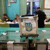 Подсчет бюллетеней на избирательном участке в Иваново-Франковской области Украины. 31 марта 2019