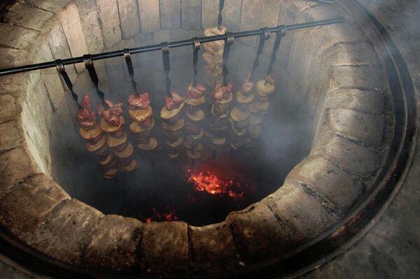 По армянской традиции первый кусочек хороваца полагается самому младшему гостю: материал РИА Новости