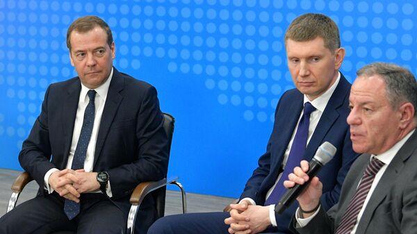 Председатель правительства РФ Дмитрий Медведев во время встречи с представителями малого и среднего бизнеса Пермского края на территории технопарка Morion Digital в Перми. 2 апреля 2019