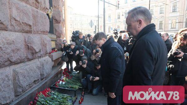 Беглов почтил память жертв теракта в метро