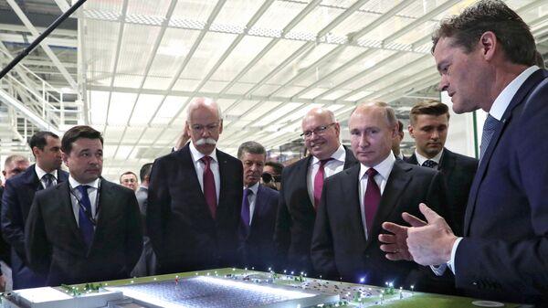 Президент РФ Владимир Путин принимает участие в церемонии открытия завода по производству легковых автомобилей Мерседес-Бенц концерна Daimler