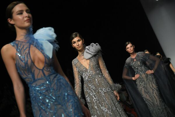 Модели демонстрируют одежду из коллекции Speranza Couture by Nadezhda Yusupova