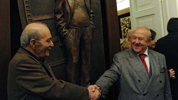 Президент Российской академии художеств, народный художник РФ Зураб Церетели и кинорежиссер Георгий Данелия