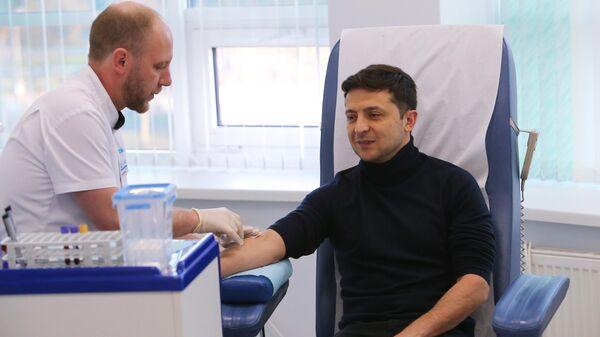 Кандидат в президенты Украины Владимир Зеленский сдает анализ на алкоголь и наркотики в киевской клинике Евролаб. 5 апреля 2019