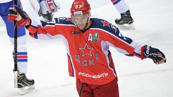 Защитник ЦСКА Мэт Робинсон радуется заброшенной шайбе в ворота СКА