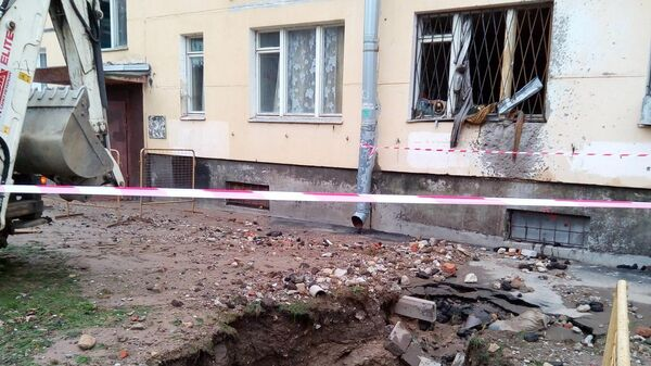 На месте порыва трубопровода в Красносельском районе Санкт-Петербурга. 8 апреля 2019