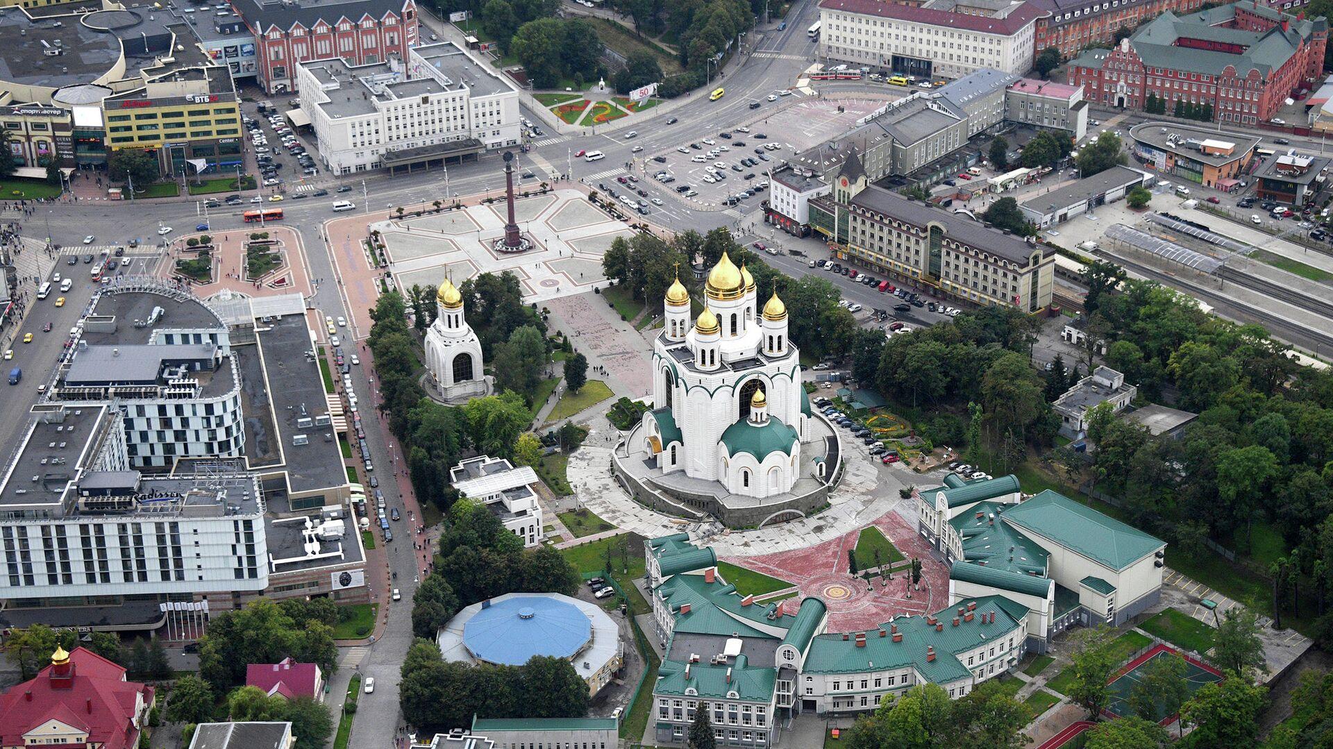 Вид с борта вертолета на кафедральный собор Христа Спасителя и площадь Победы в Калининграде - РИА Новости, 1920, 11.05.2021
