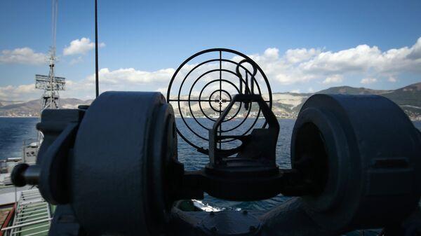 Противолодочный корабль на военно-морской базе Черноморского флота ВМФ России в Новороссийске