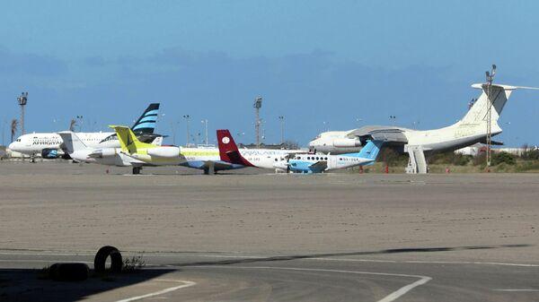 Самолеты в аэропорту Триполи, Ливия. 8 апреля 2019