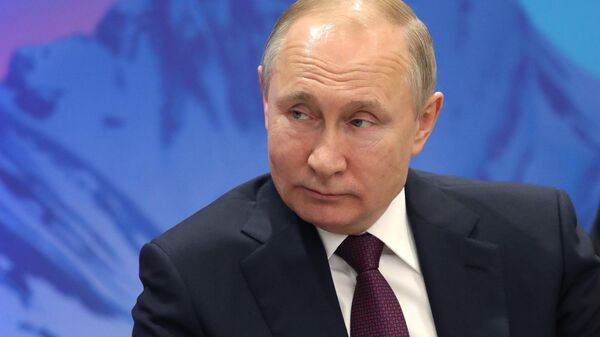 Президент РФ Владимир Путин во время встречи с президентом Финляндии Саули Ниинистё на полях V Международного арктического форума Арктика – территория диалога
