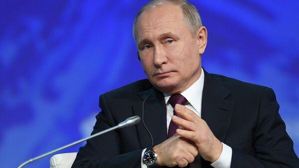 Президент РФ Владимир Путин на пленарном заседании V Международного арктического форума Арктика – территория диалога в Санкт-Петербурге. 9 апреля 2019