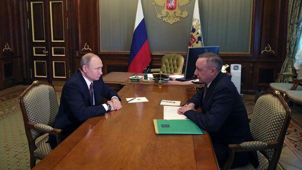 Президент РФ Владимир Путин и временно исполняющий обязанности губернатора Санкт-Петербурга Александр Беглов во время встречи. 10 апреля 2019