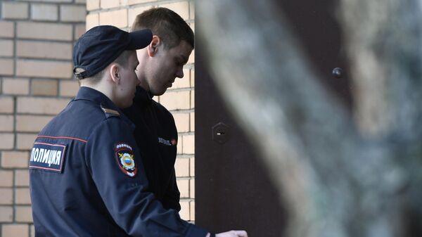 Футболист Александр Кокорин, обвиняемый в хулиганстве и побоях, у здания Пресненского суда Москвы. 11 апреля 2019