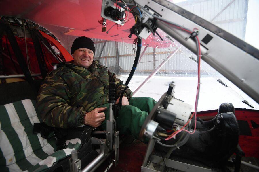 Яков Тевс и его самолет в деревне Аполлоновка