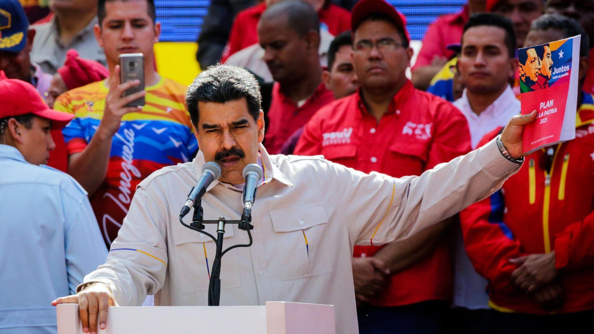 Президент Венесуэлы Николас Мадуро выступает в Каракасе на акции своих сторонников - РИА Новости, 1920, 25.02.2021