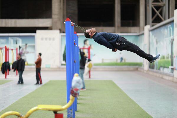 Упражнения для шеи в спортивном комплексе Китая