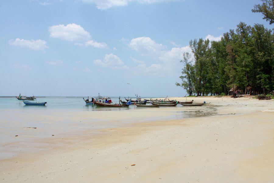 Пляж Най Янг на острове Пхукет