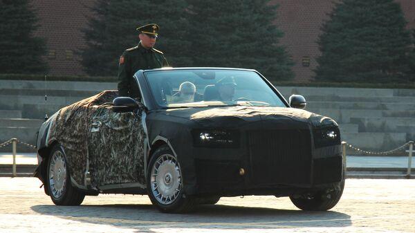 Кабриолет Aurus на Красной площади в Москве