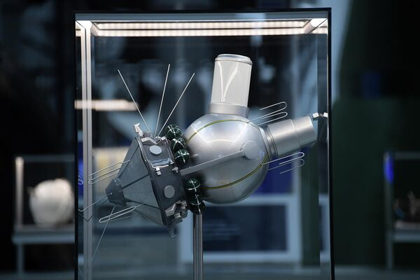 Макет космического корабля Восток представлен в павильоне Космос на ВДНХ в рамках мероприятий, посвященных Дню космонавтики