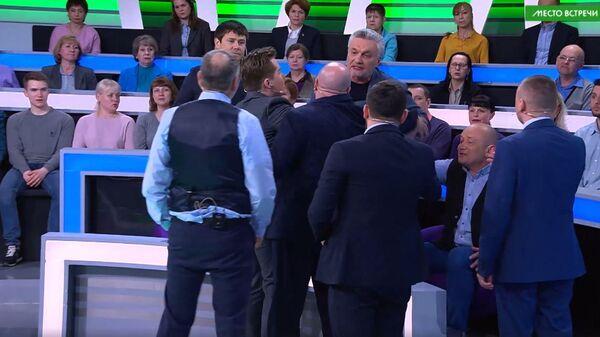 Ведущий НТВ выгнал эксперта из студии из-за фашистского приветствия