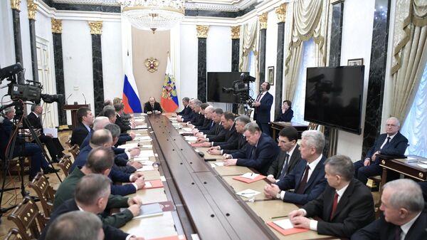 Президент РФ Владимир Путин проводит расширенное заседание с постоянными членами Совета безопасности РФ. 16 апреля 2019