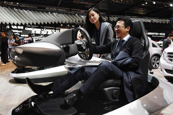 Симулятор на стенде Mercedes-Benz на автосалоне в Шанхае