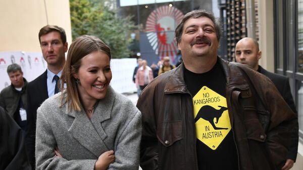 Телеведущая Ксения Собчак и писатель Дмитрий Быков