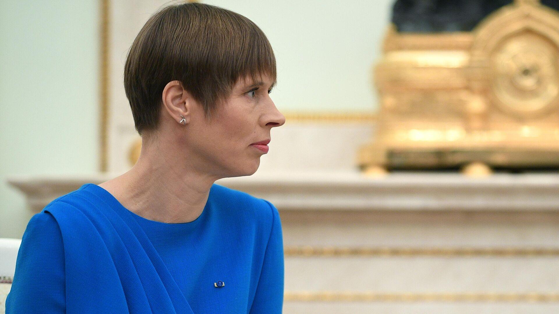 Президент Эстонии Кальюлайд на велосипеде провела инспекцию границы с Россией