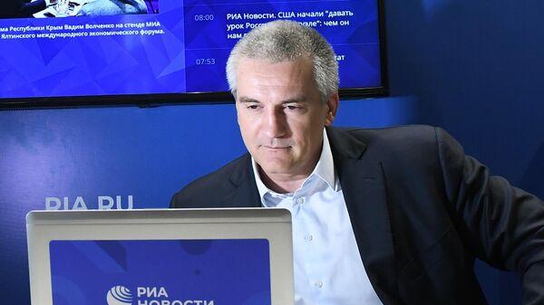 Аксенов пошутил в ответ на вопрос о просмотре дебатов Порошенко с Зеленским