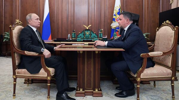 Президент РФ Владимир Путин и заместитель председателя правительства РФ Максим Акимов во время встречи. 19 апреля 2019