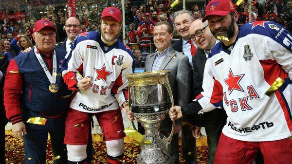Премьер-министр РФ Д. Медведев принял участие в награждении хоккеистов ЦСКА