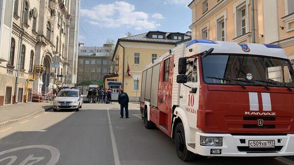 Посольство Венесуэлы в Москве оцеплено из-за мужчины на крыше