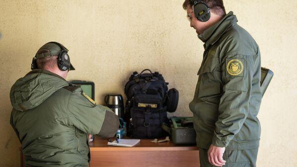 Подготовка пистолета Удав к стрельбе и снаряжение магазинов