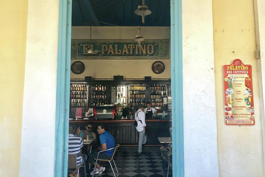 Посетители кафе, Куба