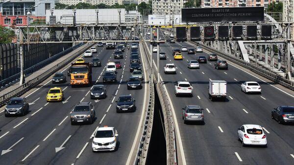 Правительство обсудит вопрос повышения утильсбора на автомобили в России