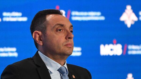 Министр обороны Сербии Александр Вулин выступает на пленарном заседании на VIII Московской конференции по международной безопасности. 24 апреля 2019