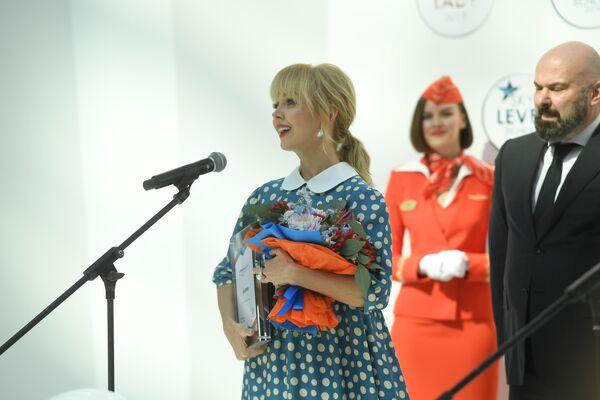 Самой летающей певицей признана Валерия.