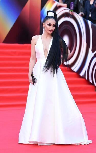 Певица Алина Ян во время церемонии закрытия 41-го ММКФ в Москве