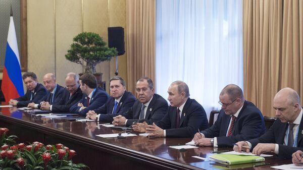 Президент РФ Владимир Путин во время встречи с президентом Республики Сербии Александром Вучичем на полях второго форума международного сотрудничества Один пояс - один путь в Пекине