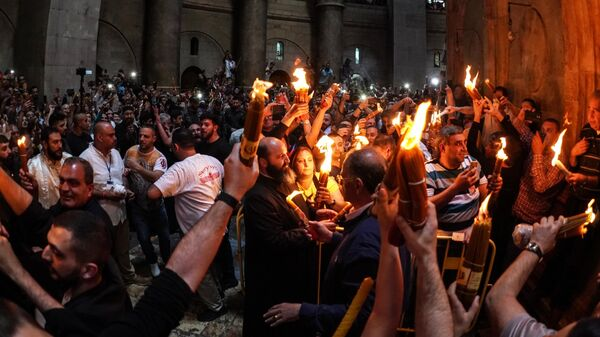 СМИ: В Иерусалиме в храме Гроба Господня сошел Благодатный огонь