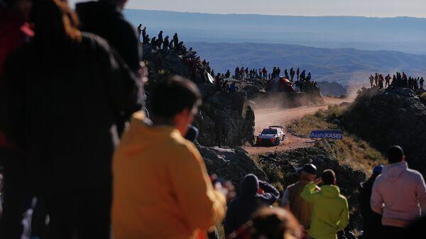 Бельгийский гонщик Тьерри Невилль из команды Hyundai во время ралли Аргентины (WRC)